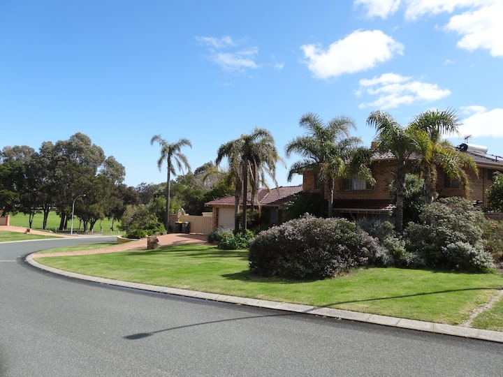 Northwood House - big private home in beach suburb