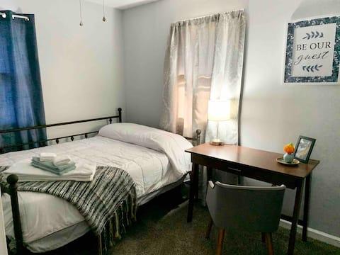 새롭게 단장한 집에서 편안하게 쉴 수 있는 조용한 방