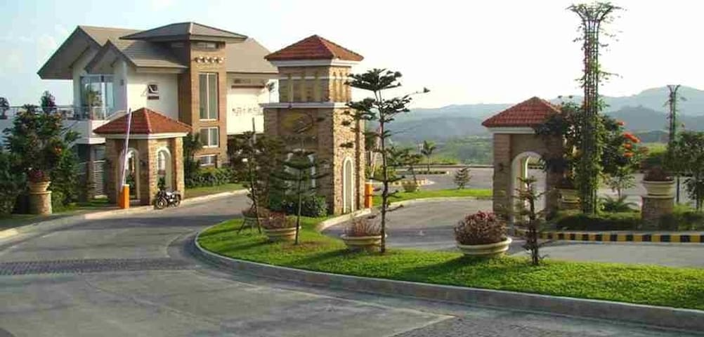 main gate entry to splendido towers & golf country club