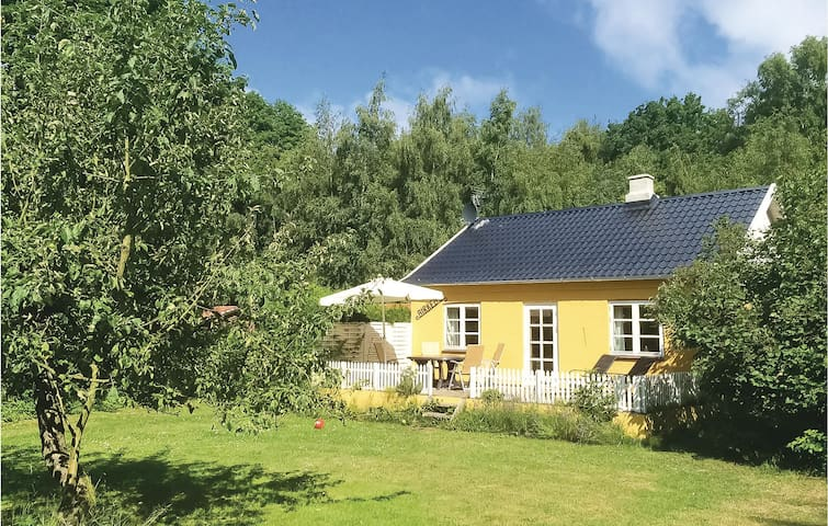 Holiday cottage with 2 bedrooms on 106m² in Rønne