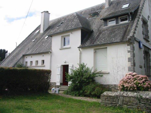 Groix centre bourg vaste appartement au calme - Groix - Διαμέρισμα