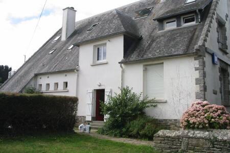 Groix centre bourg vaste appartement au calme - Groix - Huoneisto