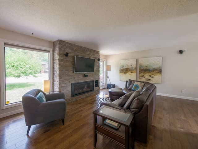 Lovely Vacation Home in Peachland!