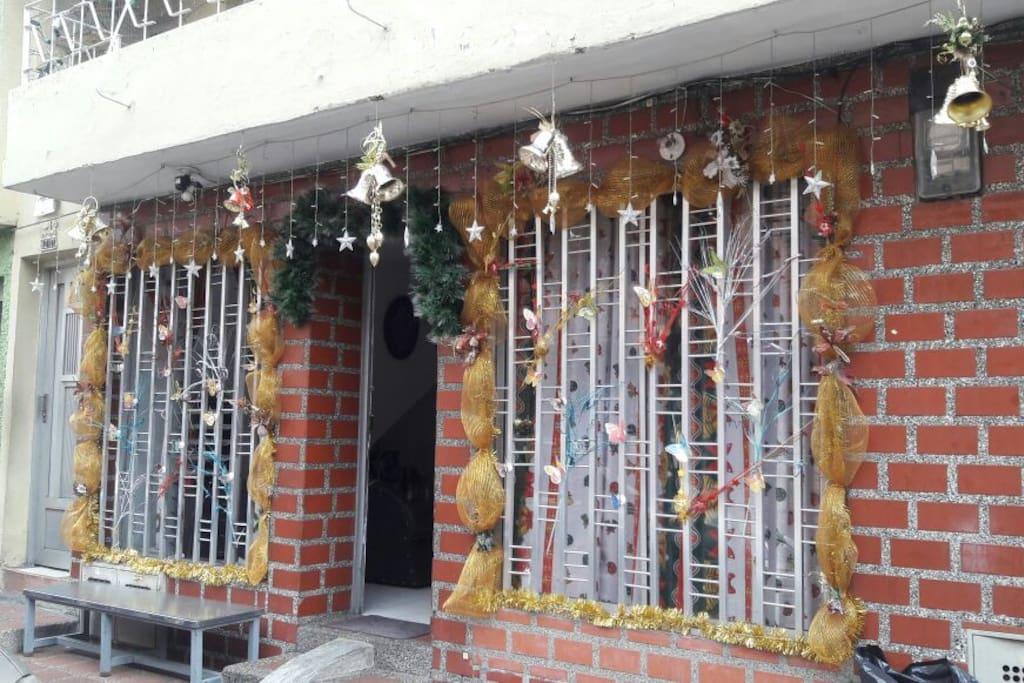 House Entrance-Entrada de la Casa.