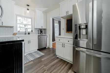 Renovated Haymount Home.Less than 10 min from I-95