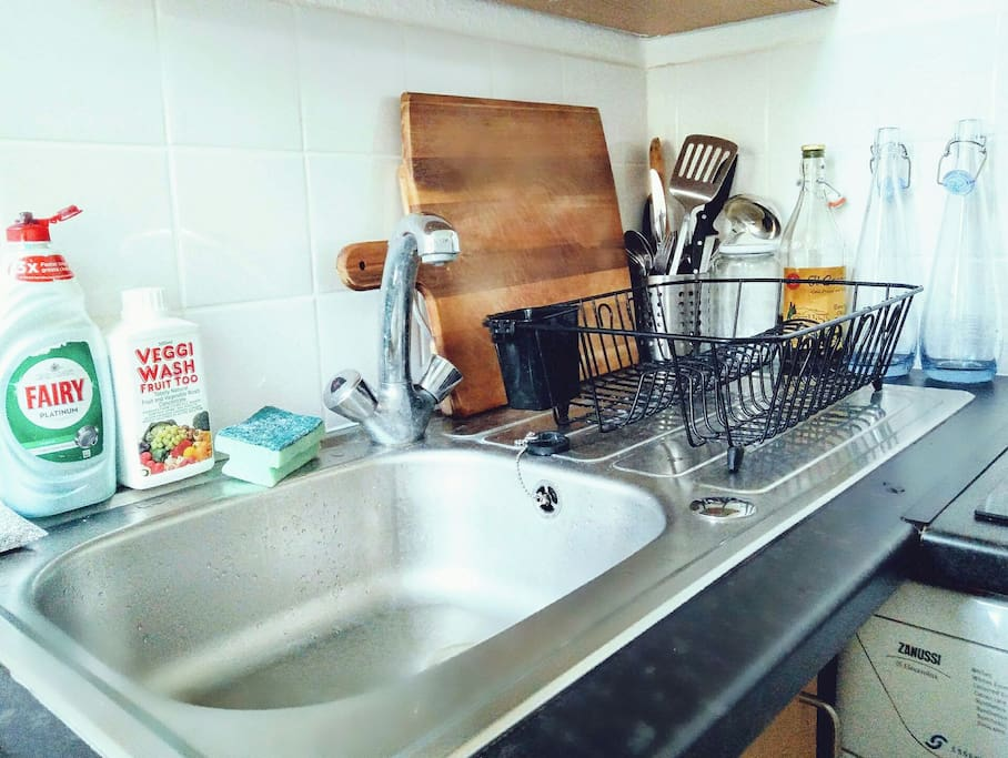 Kitchenette complete with oven, hob, washing machine, cafetiere for your use