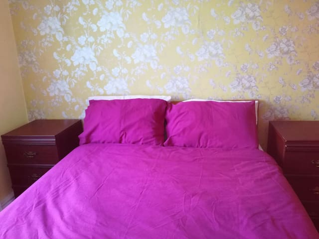 Beautiful Double bedroom with garden access & WiFi