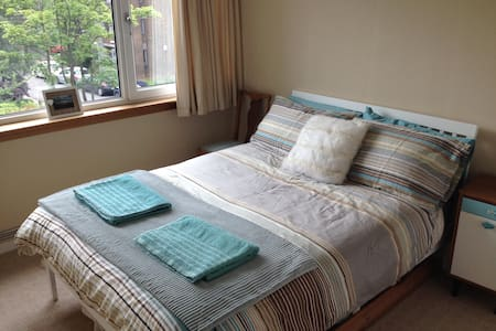 Double room in bright, modern flat in Shawlands - Глазго