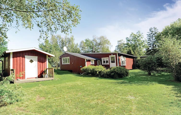 Holiday cottage with 3 bedrooms on 85m² in Bergkvara