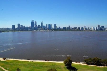City and River Views Apartment - South Perth - Byt
