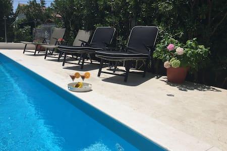 Great apartment with pool, between SPLIT & TROGIR