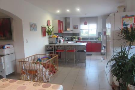 Belle villa moderne familiale avec vue imprenable - Rigarda