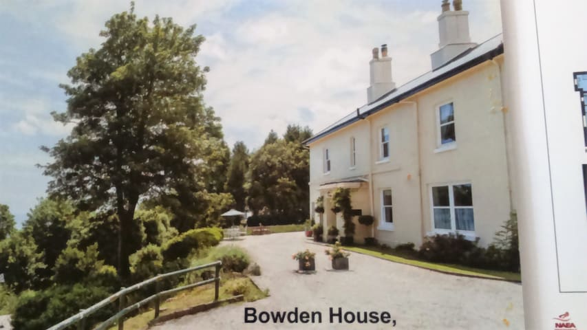 bowden house self catering apartments LAVENDER APT