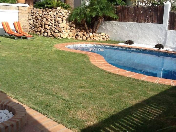 Casa en planta baja con jardin y piscina privada