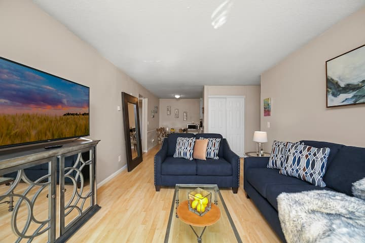 *LUXTEL* - 102 Uptown MPLS 4 beds and 2 bdrms KING