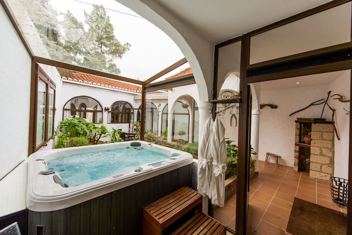Luxury Canary Cottage with Jacuzzi - Teror - Huis