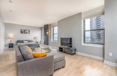 The Downtown Luxury Condo 10 Floors High!