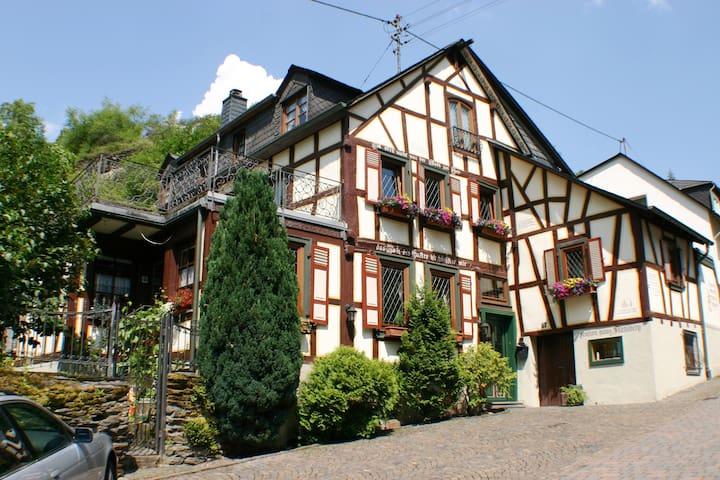 "Fachwerkhaus 1688 ""Stahlberg"", stets modernisiert - Bacharach - Dům"