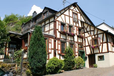 "Fachwerkhaus 1688 ""Stahlberg"", stets modernisiert - Bacharach"
