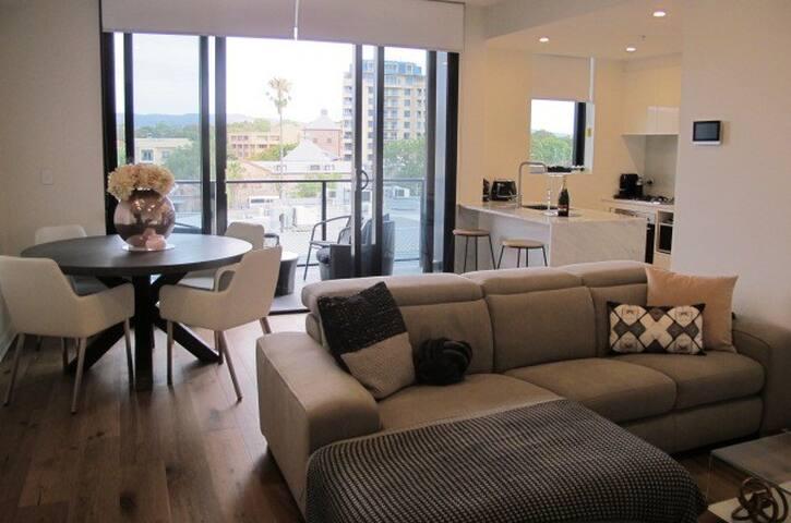 Brand new city fringe apartment