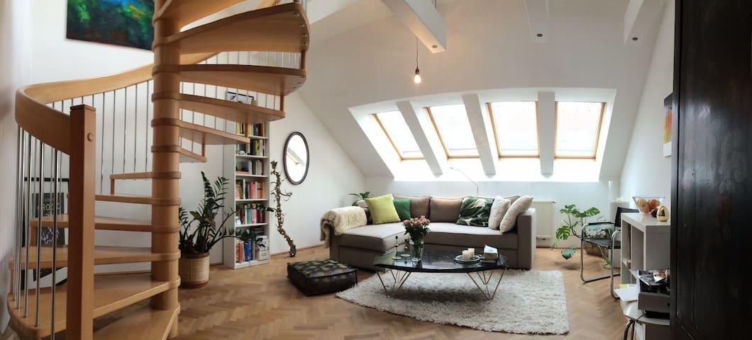Loftartige Maisonnette-Wohnung mit Terrasse - Viena - Apto. en complejo residencial