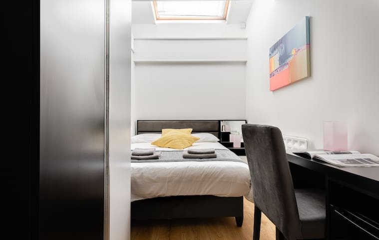 Double room-Budget-Private Bathroom-Skylight