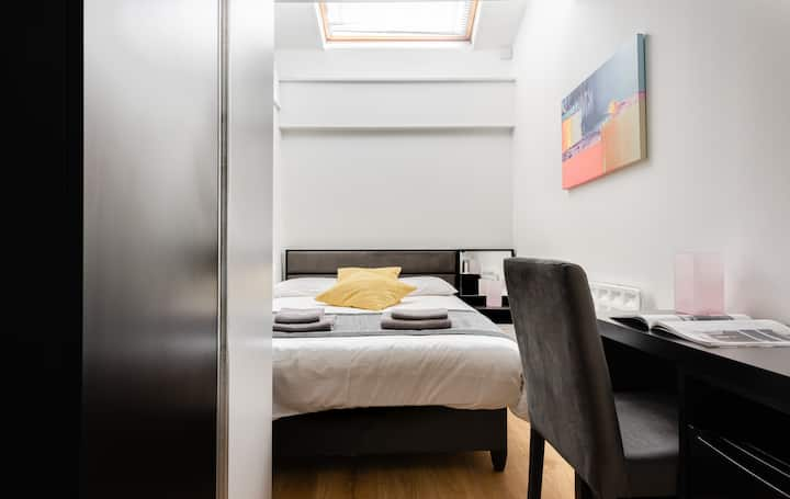 Double room-Budget-Private Bathroom-Skylight