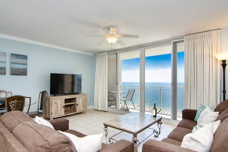 Luxury Beach Front Condo Sleeps 7, BEACH time!