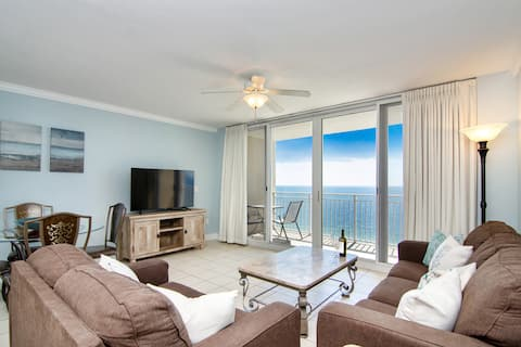 Luxury Beach Front Condo Sleeps 7 Snowbird Special