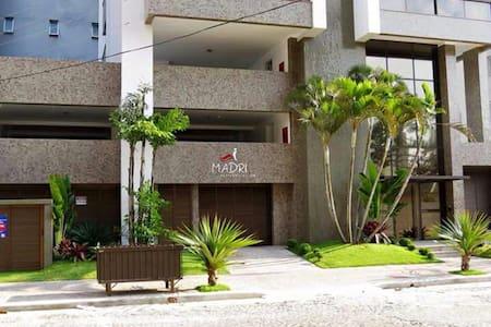 Apartamento no centro de Torres a duas qd. do mar