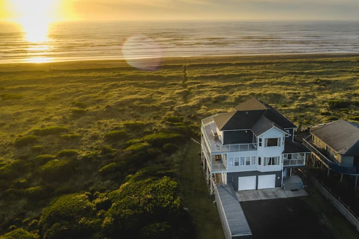 Luxury Oceanfront 4 bd House with an elevator