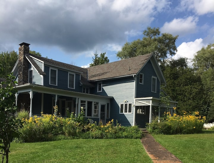 6BR country home with view of Hunter Mountain