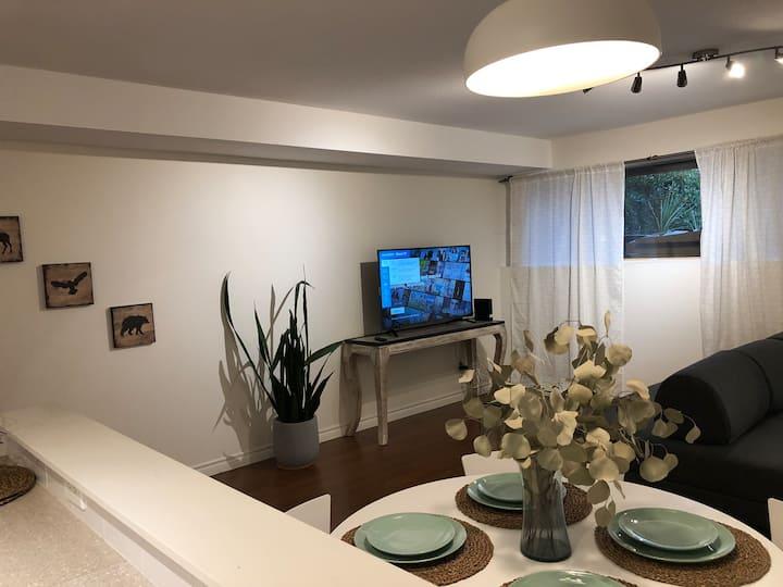 Comfortable 2bdrm cozy suite in West Vancouver