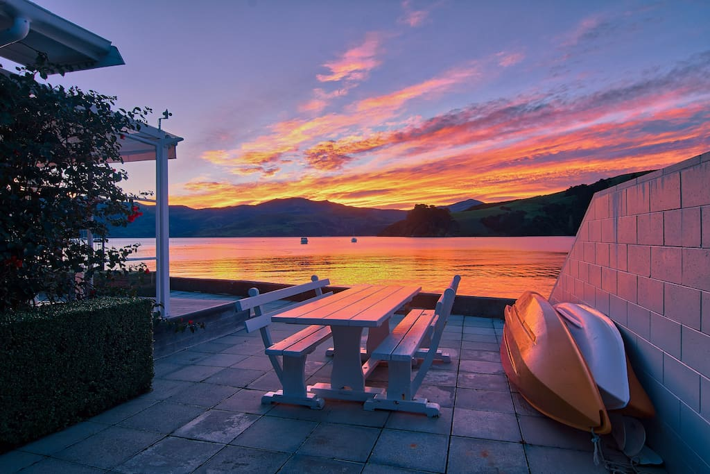 Akaroa Harbour - stunning evening views to take in from your very own private al fresco dining area