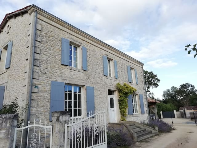 Maison en pierre au coeur du Marais Poitevin