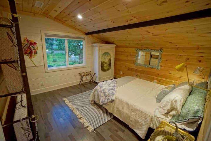 Bedroom #2 - Queen with 2 bunks