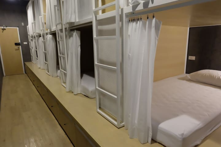 10-Bed Dormitory Room (ON THE BED Hostel)