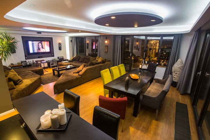 Huge Living and Dinning room with a dvd collection that you will not forget and an apple tv to serve your movie habits.