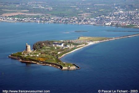 A 2 pas du port et des commerces - Saint-Vaast-la-Hougue