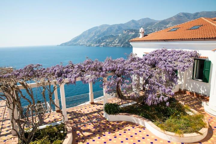 Villa Scarlato - Elegant Retreat