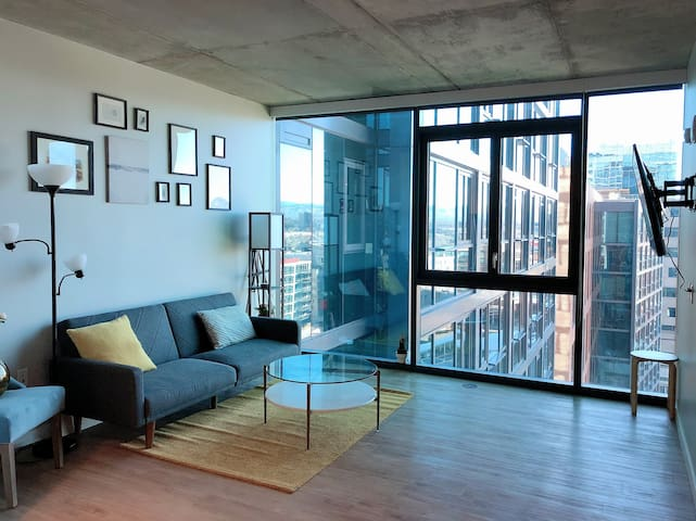 modern style 1BR in LoDo with a mountain view