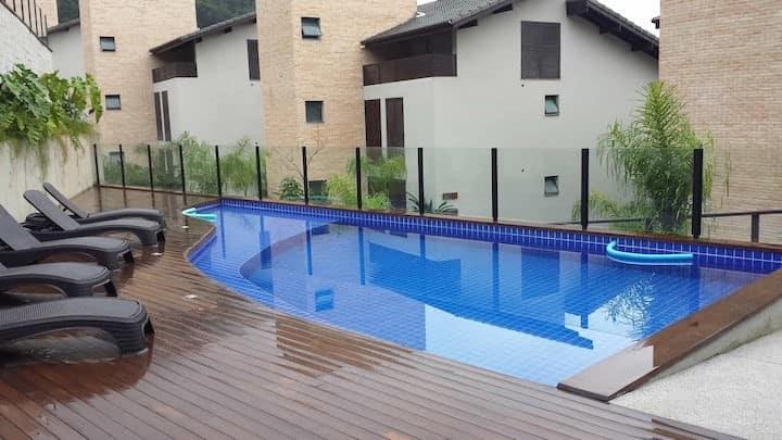 Linda e nova casa em Juquehy com 4 suítes