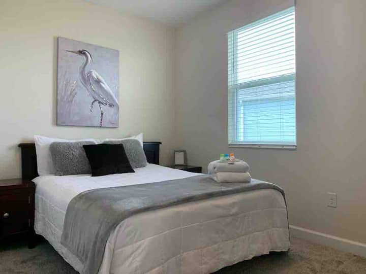 QUIET AND CLEAN BEDROOM NEAR DISNEY AND PARKS!!