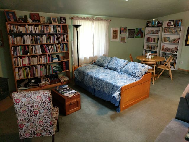 Duet B/A 1  room with full bed+ 1  with queen bed