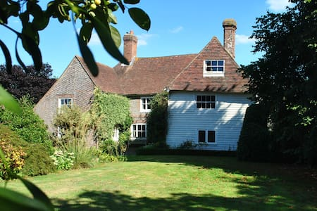 Sussex Farmhouse  Room with a bathroom and lounge. - Herstmonceux - Hus