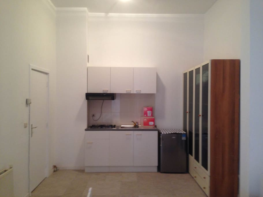 Equipped kitchen with gas cooking corner and steam collector. Fridge and big closet are available.