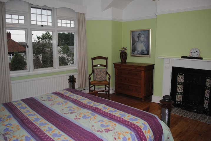 Beautiful room in Bridgend - Bridgend - Maison