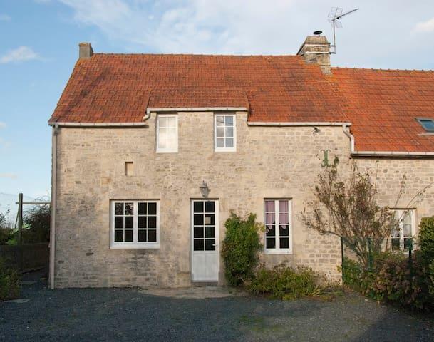Gite in een oude geitenboerderij - Englesqueville-la-Percée - Casa