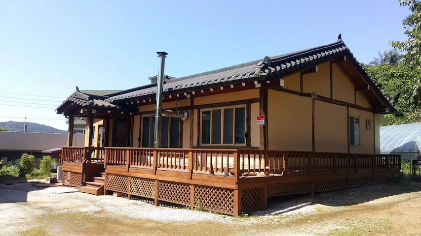 우리 황토한옥집(Woori korean traditional house) 1