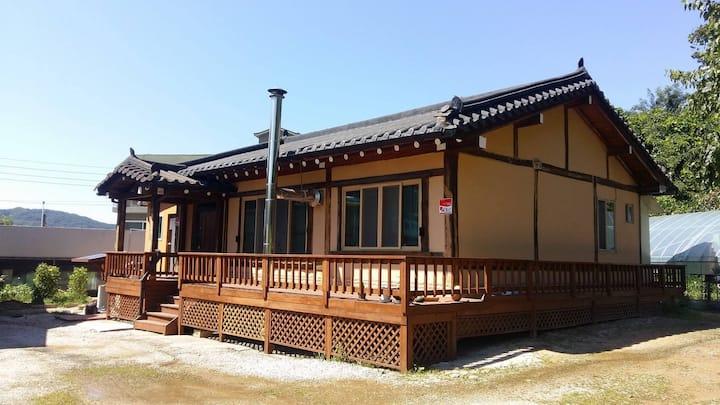 우리 황토한옥집(Woori korean traditional house) 1